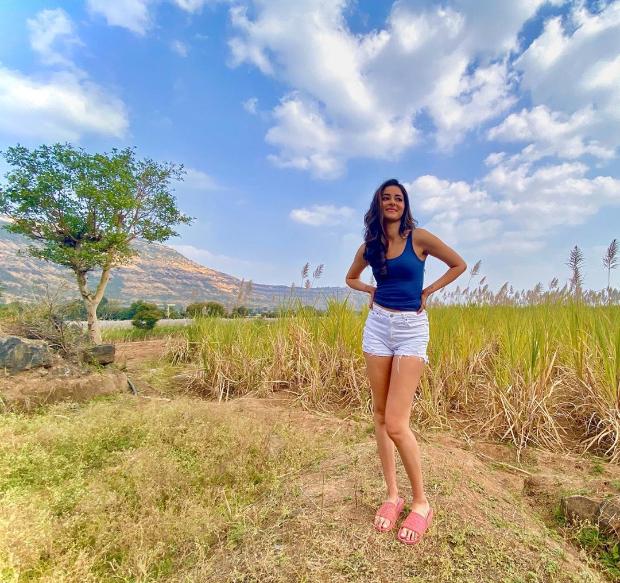 Ananya Panday recreates 'palat' moment from Dilwale Dulhania Le Jayenge sans her Raj