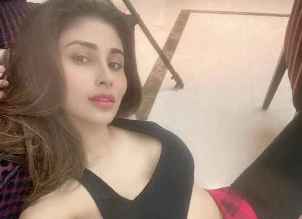 Mouni Roy goes crazy during the lockdown and her expressions are priceless!