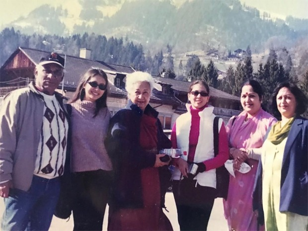 Preeti Jhangiani shares throwback moments with Yash Chopra from Mohabbatein, Kim Shares shares she looked so ugly