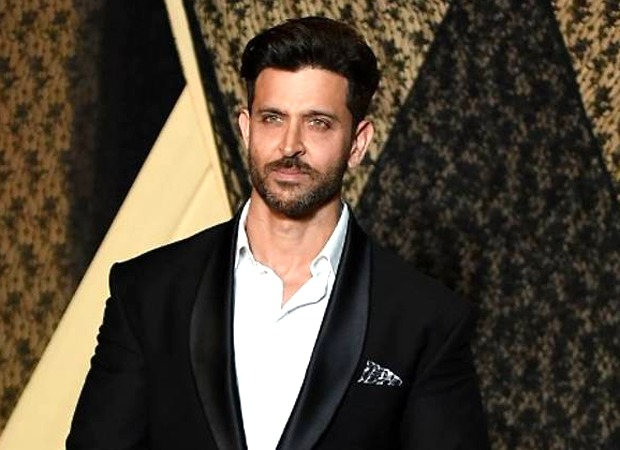 Hrithik Roshan expresses gratitude by delivering hand sanitizers to on-duty Mumbai Police