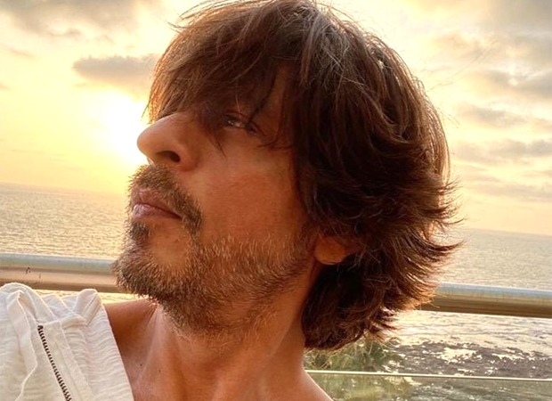 "Shah Rukh Khan pens a heartfelt poem for lockdown lessons, says, ""Love is still worth it"""