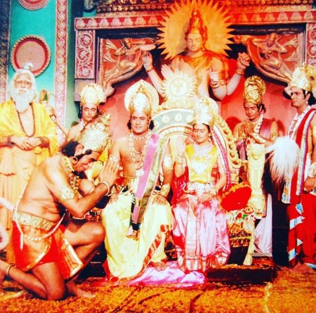 Here are some unseen photos of Ramayan cast Arun Govil, Dipika Chikhlia, Sunil Lahiri, Arvind Trivedi with Ramanand Sagar