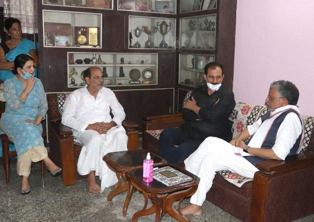 Bihar Deputy Cheif Minister Sushil Kumar Modi visits Sushant Singh Rajput's Patna home