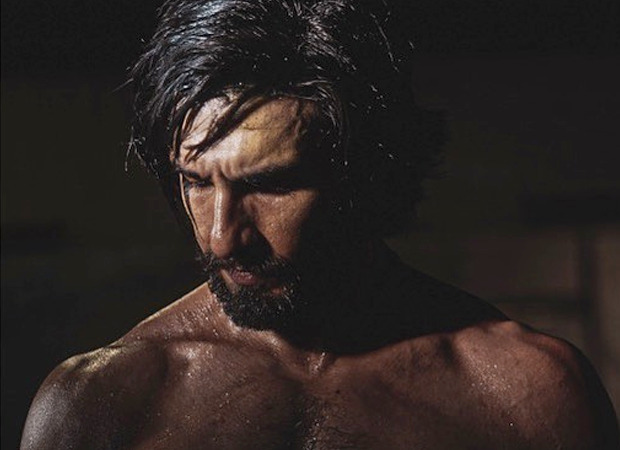 Ranveer Singh flaunts his muscular body in shirtless picture, Deepika Padukone calls it 'B.I.G'