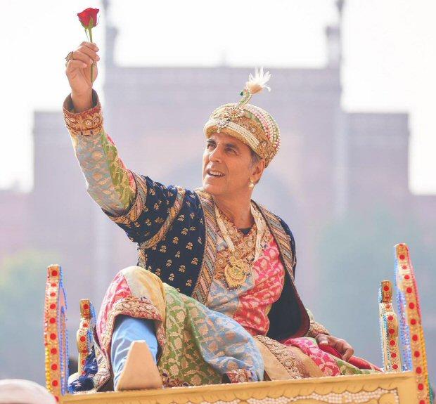 Sara Ali Khan shares Akshay Kumar's look as he turns into Shah Jahan for Atrangi Re