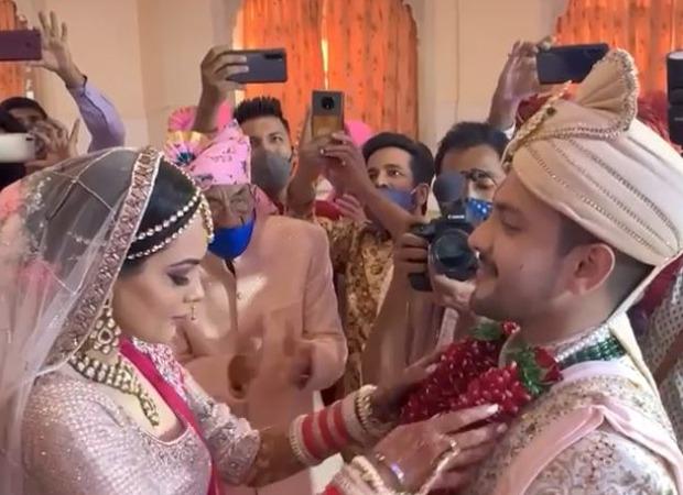 Aditya Narayan shares video of his varmala ceremony with a hilarious twist featuring Amitabh Bachchan