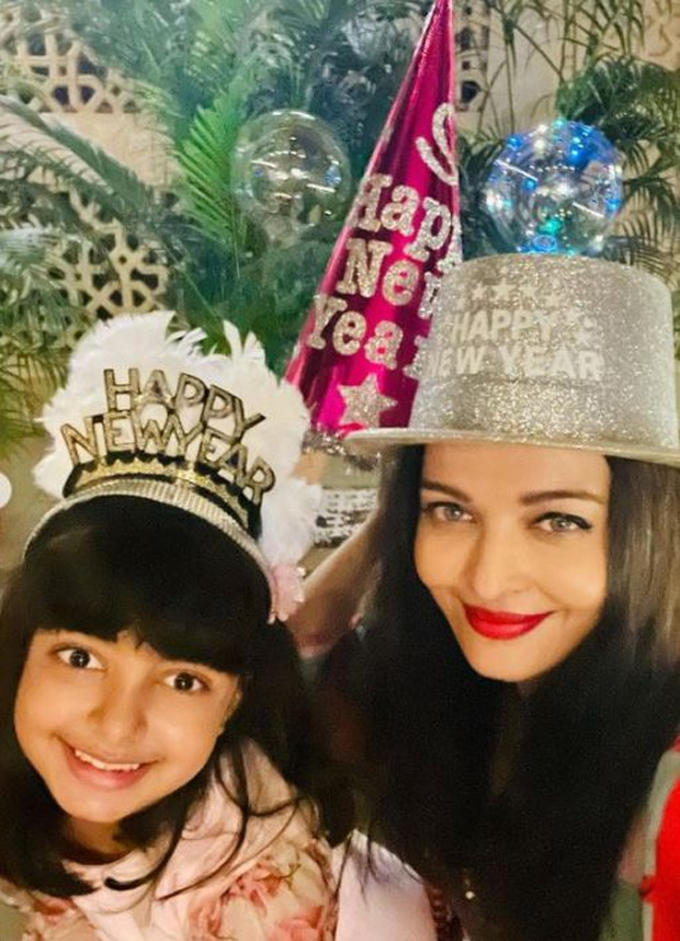 Amitabh Bachchan, Jaya Bachchan, Aishwarya Rai and Abhishek Bachchan's fun New Year Party is all about funky glasses and party hats; see pics