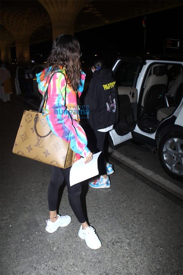 Ananya Panday pairs tie-dye sweatshirt with luxury Louis Vuitton tote worth Rs. 1.97 lakhs