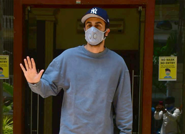 """""""Your lockdown is not on?"""" asks Ranbir Kapoor as he poses for the paparazzi in the city"""