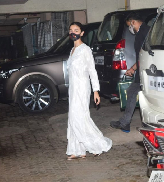 FASHION FACE OFF: Alia Bhatt or Tara Sutaria - who styled white chikankari salwar suit better?