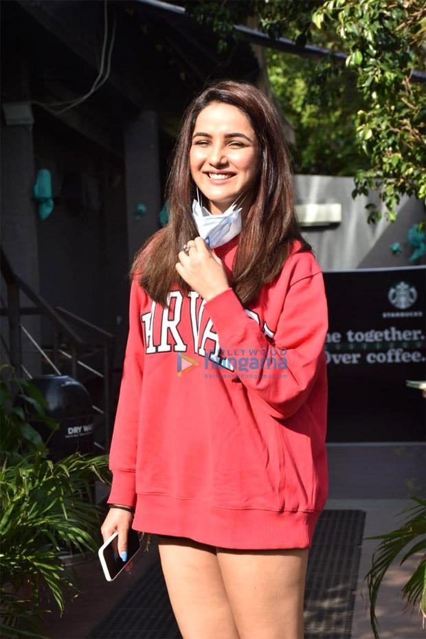 Jasmin Bhasin looks adorable in oversized red sweatshirt and sneakers