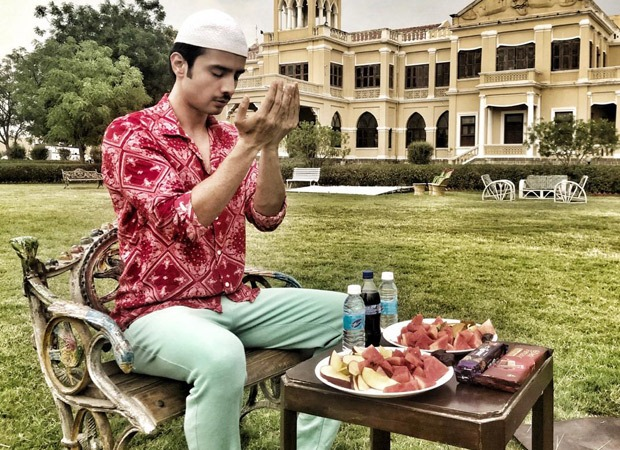 Zaan Khan does his iftari on the sets of Kyun Uthhe Dil Chhode Aaye