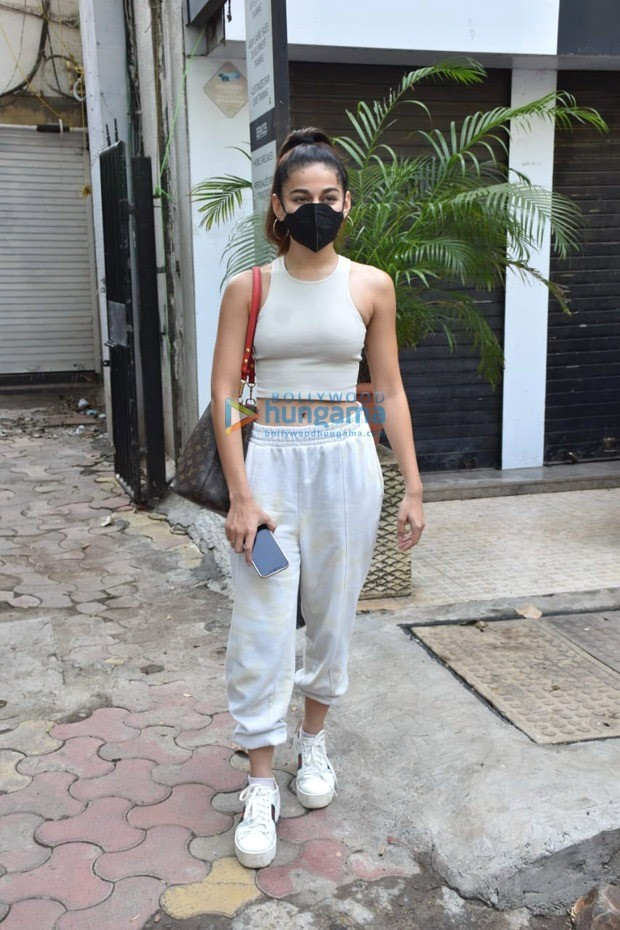 Alaya F steps out in casuals and Rs. 1.3 lakh Louis Vuitton luxury bag