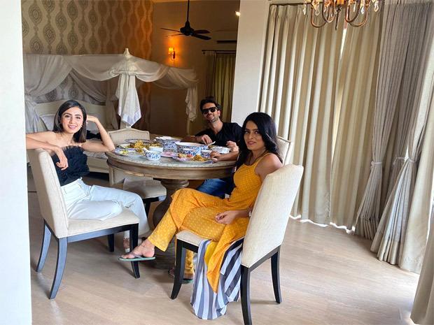 Kundali Bhagya's 'Team Villain' Ruhi Chaturvedi, Sanjay Gagnani and Swati Kapoor showcase their close knit bond