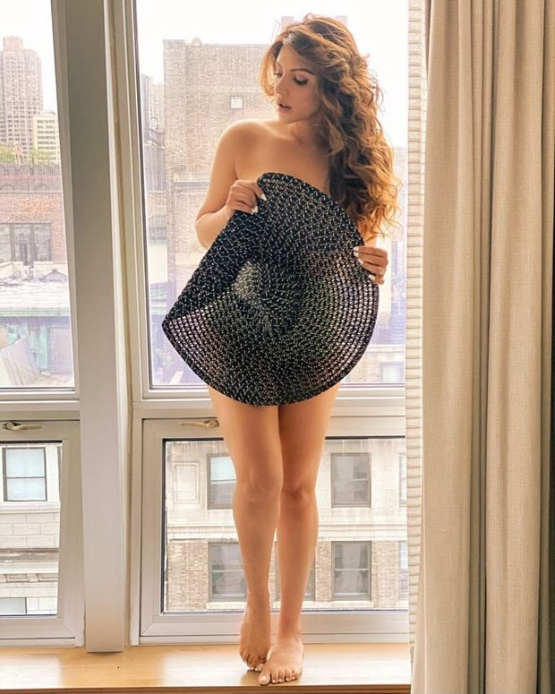 Shama Sikander bares it all with just a black summer hat; goes in nude in a jaw-dropping photo