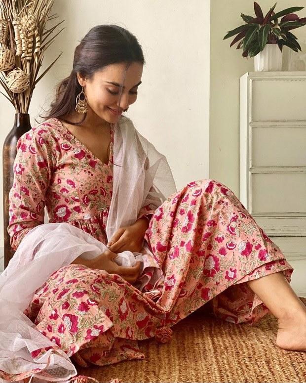 Qubool Hai actress Surbhi Jyoti shares a graceful desi avatar in a beautiful floral printed kurta set
