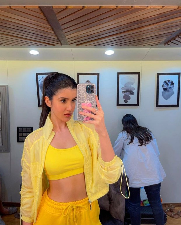 Shanaya Kapoor knows what to do when life gives her lemons- make it fashion!