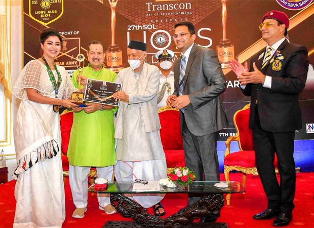 Debina Bonnerjee receives the Social Media Influencer Award at the 27th Sol Lions Gold Award 2021
