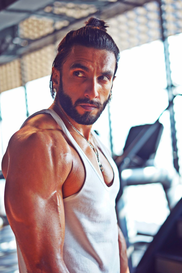 Ranveer Singh gives major fitness motivation flaunting his bulked-up physique, see photos